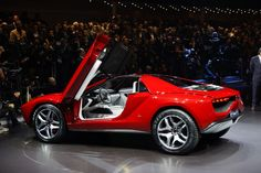 The Giugiaro Parkour coupé goes from 0 to 100 km/h (62 mph) in 3.6 seconds