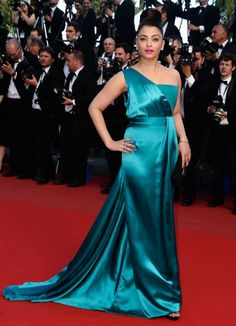 Aishwarya Rai attended Cleopatra premiere during the 2013 Cannes Film Festival in Cannes, France. This diva blew the crowd away in impressive Gucci Premiere gown.