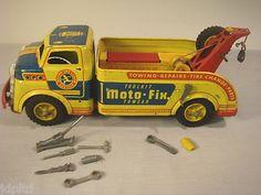 Wyandotte Moto Fix Tow Truck Accys Tin Litho 1950's X1651