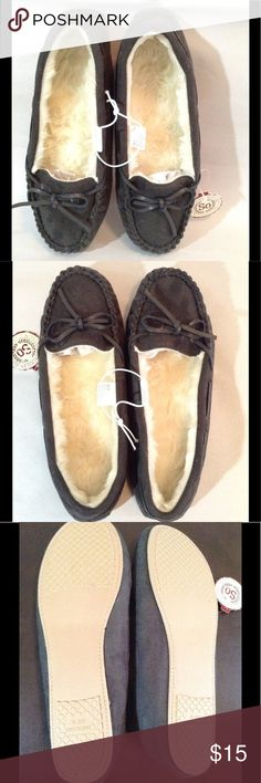 Women's Moccasin Style Slip-Ons Women's Moccasin style slip-on house shoes are very fluffy and comfortable. Shoes are perfect to wear after a long day's work. Treat your feet to a new pair of bow accent slip-ones. SO Shoes Slippers