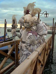Célébrer le Carnaval de Venise.