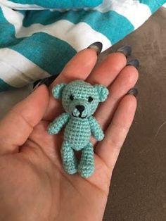 Made by Alenya: Lille bamse *Hækleopskrift* - Alex Crochet Bee, Crochet Teddy, Crochet Patterns Amigurumi, Cute Crochet, Baby Knitting Patterns, Chrochet, Crochet Books, Knitted Dolls, Single Crochet