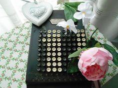 Máquina de calcular años 20. www.eventosycompromiso.com