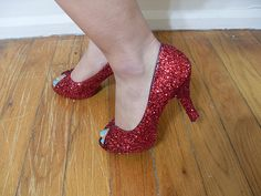 DIY Glitter Heels!!  What a great idea to save a pair of scuffed up heels.