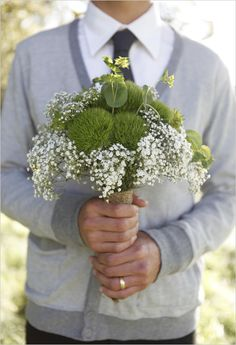 Green and white bouquet. (http://www.weddingchicks.com/2011/05/18/day-after-wedding-session-jesi-haack-design/)