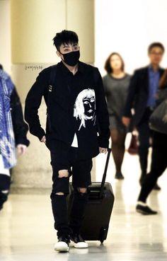 Netizens think 39-year-old Eun Ji Won is a vampire | allkpop.com