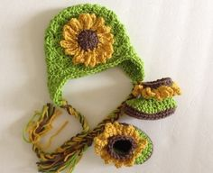 Crochet Baby Hat and Booties Sunflower  *This is SO pretty!!* I am pinning it for inspiration.
