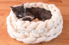 SALE Cat House Chunky Cat Bed Chunky knitting Cat by BigDreamUSA