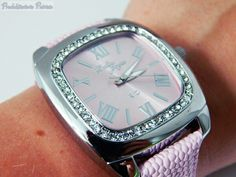 Ihr liebt stilvolle, streng limitierte und qualitativ hochwertige Uhren? Dann dürfte Otto Weitzmann genau der richtige Shop für euch sein. ;-)   Ich habe mir ein traumhaft schönes Exemplar aus der Bella Joya Kollektion ausgesucht. Bei Uhren ist es wie bei vielen anderen Sachen - man muss sich sofort verlieben, nur dann kann man es mit stolz tragen und erfreut sich jeden Tag daran. <3   Modell Rio ist eine elegante Trend-Uhr mit Bling-Bling-Effekt und einem eleganten Echtlederband in…