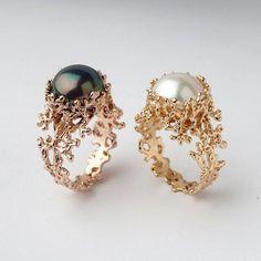 À la vente - Gold Pearl bague de fiançailles, bague en or organique, grande bague perle, bague perle or corail, bague perle d'eau douce