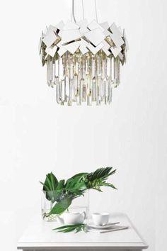 Jedinečná designovka pro váš domov. Závěsné svítidlo Quasar v chromovém provedení.  #interiérovýdesign #inspirace #osvětlení #závěsnésvítidlo #designovésvítidlo #light #glass #zumaline #luxprim Chrome, Chandelier, Ceiling Lights, Lighting, Home Decor, Luxury, Homemade Home Decor, Candelabra, Light Fixtures