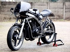 Suzuki Cafe Racer by Motolifestyle – BikeBound Suzuki Cafe Racer, Gs 500 Cafe Racer, Custom Cafe Racer, Cafe Racer Build, Cafe Racers, Custom Motorcycles, Custom Bikes, Cars And Motorcycles, Gs500