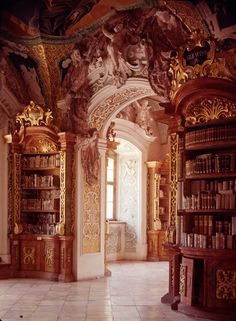 Metten abbey library (Germany) Photo: Helga Schmidt-Glassner
