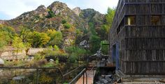 De bibliotheek van Liyuan, midden in de wildernis met een gebouw dat daar mooi in past