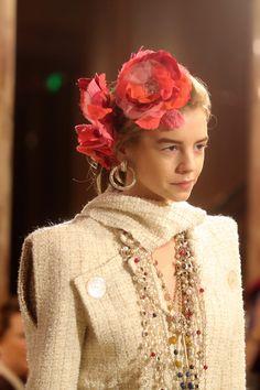 El desfile Paris Cosmopolite de Métiers d'Art de Chanel  http://stylelovely.com/galeria/desfile-pariscosmopolite-metiers-dart-chanel/