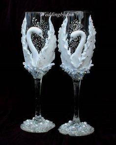 Wedding Champagne Glasses, Wedding Champagne Flutes, Wedding glasses, Bride And Groom - Personalized Toasting Flutes-Wedding gift Wedding Wine Glasses, Wedding Champagne Flutes, Champagne Glasses, Decorated Wine Glasses, Painted Wine Glasses, Wine Glass Crafts, Bottle Crafts, Toasting Flutes, Wedding Crafts