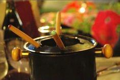 Fondue: Fleisch | Saucen | Beilagen und Rezepte Meat Sauce, Party Snacks, Dory, Chocolate Fondue, Side Dishes, Baking, Dinner, Desserts, Meat Recipes