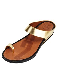 Way to dress up a beach outfit! Plus, these metallic sandals are ergonomically designed for extra comfort.