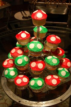 mario mushroom cupcakes with white chocolate chips Super Mario Bros, Super Mario Birthday, Mario Birthday Party, Super Mario Party, 4th Birthday Parties, Birthday Cupcakes, Birthday Fun, Birthday Ideas, Super Mario Cupcakes