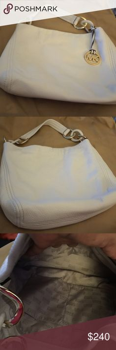 Authentic Michael Kors cream color bag Lovely cream color Michael Kors bag no scratches on the hardware, no scratches on the corners well-maintained, use two times Michael Kors Bags Shoulder Bags