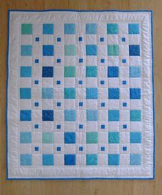 Blaue junge BABY QUILT moderne Quadrate von ChickadeeWay auf Etsy