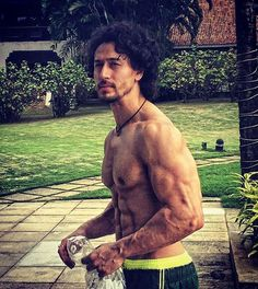 How many likes for his Hot body? Tiger Jackie Shroff hardwork is paying off in ❤❤❤