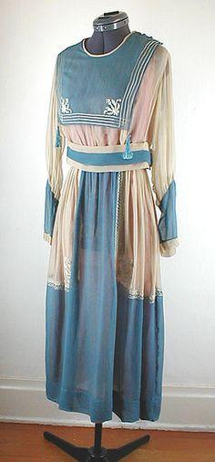 silk sailor dress for Lillian, too fancy? Edwardian Clothing, Antique Clothing, Edwardian Fashion, Vintage Fashion, Edwardian Era, Victorian, Old Dresses, Vintage Dresses, Vintage Outfits