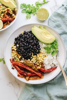 Enjoy these meat-eater approved vegan fajita bowls for any occasion! They're packed with plant-protein, full of flavorful vegetables, and are so so delicious. The whole family will love this healthy vegan dinner! | asimplepalate.com #vegan #fajitas #easy #dinner Fajita Bowl Recipe, Fajita Bowls, Easy Vegetarian Dinner, Easy Dinner Recipes, Dinner Ideas, Healthy Meal Prep, Healthy Eats, Healthy Recipes, Vegan Fajitas