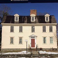 Pitt's Head Tavern, a 1759 Colonial Coffee House, located in Newport Rhode Island. #oldhouselove #oldhouse #tavern #historicalplace #historic #antique #newenglandfineliving #newenglandstyle #newenglandliving #colonial #Newport #newportstyle #thisoldhouse #home #homes #instahome #newengland #lifeinnewengland #lifestyleblogger
