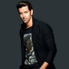 One of the sexiest men in the world, Hrithik Roshan is yet again treating his fans with another intense workout video. After delivering back to back workout videos the actor has added Perfect Body Men, Photo Pose For Man, Black Outfit Men, Hrithik Roshan, Poses For Men, Gal Meets Glam, Akshay Kumar, Intense Workout, Ranbir Kapoor