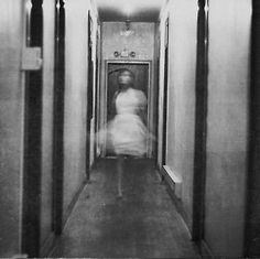 haunting, creepy but I like! - creations of photographer Maria Sardani, who is only 17 years old! Surrealism Photography, Art Photography, Creepy Photography, Ghost Photos, Creepy Photos, She Wolf, Haunted Places, Belle Photo, Scary