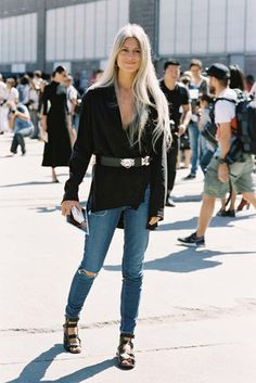 British Vogue's Sarah Harris, before Tommy Hilfiger, NYC, September Love this look on Sarah! Vogue Fashion, New York Fashion, Girl Fashion, Fashion Looks, Sarah Harris, Grey Hair Inspiration, New Yorker Mode, Girl Outfits, Cute Outfits