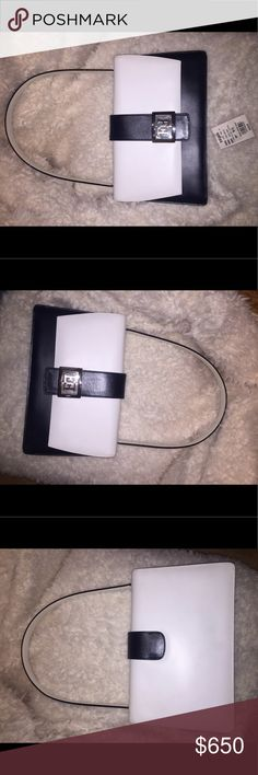 ⭐️SALE⭐️Authentic Escada shoulder bag Used but very good condition. Classy two tone leather bag with silver logo. From late 1990s excellent quality. Escada Bags Shoulder Bags