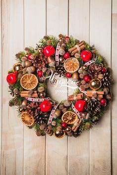 Christmas wreath vk.com/chudesaproject chudesapro.com Christmas Trends, Christmas Mood, Rustic Christmas, Christmas Crafts, Christmas Ornaments, Easy Christmas Drawings, Xmas Drawing, Decoration Christmas, Minimal Christmas