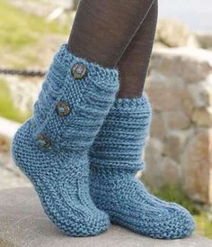 One Step Ahead by DROPS Design - Cutest Knitted DIY: FREE Pattern for Cozy Slipper Boots. I don't knit but I bet I could take an old sweater and turn it into this with some simple sewing. Knitting Socks, Knitting Stitches, Knitting Patterns Free, Free Knitting, Crochet Patterns, Crochet Design, Beginner Knitting, Crochet Motifs, Crochet Ideas