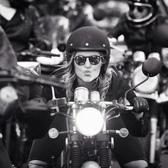 "The Throttle Dolls en Instagram: ""@thethrottledolls photo @andsroberts #thethrottledolls #womenwhoride"""