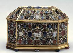 """""""Cofre ochavado con entalles y camafeos"""", Círculo de Pierre Delabarre, segundo tercio del siglo XVII"""