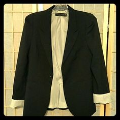 Zara black blazer Sz M Cute Zara blazer with shoulder details. The button is currently missing but I'm happy to have a replacement attached before shipping. Size M - fits a 4 or 6. Zara Jackets & Coats Blazers