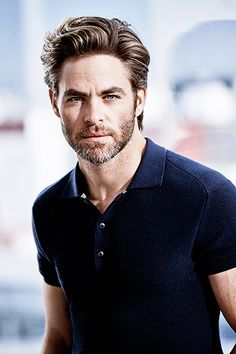 And now that Wonder Woman 2 is in production, Chris Pine has been seen on the set wearing a fanny pack. Check out the hottest images of Chris Pine From Wonder Woman 2 Movie that will make all girls go crazy for him: Top Hairstyles For Men, Celebrity Hairstyles, Haircuts For Men, Hairstyles 2018, Mens Longer Hairstyles, Hair And Beard Styles, Long Hair Styles, Styling Gel, Gorgeous Men
