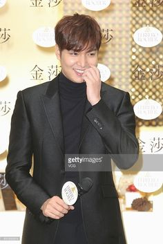 south-korean-actor-and-singer-lee-minho-attends-the-opening-ceremony-picture-id501550514 (683×1024)