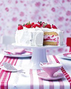 Erdbeer-Quark-Torte - Erdbeeren: Süßes, Getränke & Pikantes - [LIVING AT HOME]