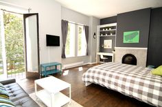 Vancouver - Welcome!  Over 450 square feet with plenty of space to stretch your legs.