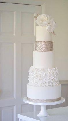 Zucchini cake with pine nuts - Clean Eating Snacks Diy Wedding Cake, Purple Wedding Cakes, Amazing Wedding Cakes, Elegant Wedding Cakes, Elegant Cakes, Wedding Cake Designs, Wedding Cupcakes, Gold Wedding, Floral Wedding