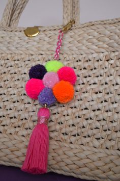 Pom pom keychain tassel keychain Hot pink pom by PearlAndShine .- Pom pom llavero borla llavero Hot pink pom por PearlAndShineJewelry Pom pom keychain tassel keychain Hot pink pom by PearlAndShineJewelry - Hobbies And Crafts, Diy And Crafts, Arts And Crafts, Pom Pom Crafts, Yarn Crafts, Pom Pom Bag Charm, Diy Y Manualidades, Tassel Keychain, Crochet Gifts
