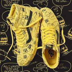 Snoopy, Charlie Brown and the rest of the Peanuts crew are back this holiday season teaming up with Vans Footwear with a brand new collection of shoes. The classic Vans gets draped with a full canvas upper designed with bold Charlie Brown graphics Boys Shoes, Me Too Shoes, Men's Shoes, Shoe Boots, Shoes Sneakers, Mens Vans Shoes, Vans Men, Vans Snoopy, Peanuts Snoopy
