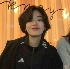 '시크+청순미' 넘쳐 더위 시작된 요즘 인기 터지는 칼단발 '리프컷' - 인사이트 Short Hair Tomboy, Girl Short Hair, Short Girls, Short Hair Cuts, Korean Haircut, Korean Short Hair, Korean Girl, Ulzzang Girl Fashion, Ulzzang Tomboy