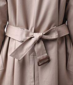 トレンチコートベルトの結び方/10パターン(バックリボン結び) | UGG−GIRL Japan Fashion, Daily Fashion, Wrap Clothing, Fashion Outfits, Womens Fashion, Fashion Tips, Fashion Fashion, Shades Of Beige, Character Aesthetic