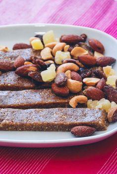 Energibarer med frugt og nødder fra Bageglad.dk Healthy Recipes, Healthy Fit, French Toast, Grains, Gluten Free, Sweets, Breakfast, Liv, Desserts