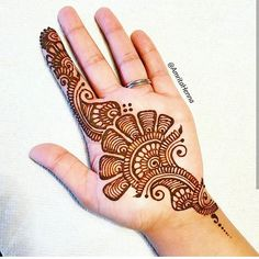 Top handpicked Arabic mehndi designs of Find unique and simple Arabic mehendi designs for hands and legs for weddings. Palm Henna Designs, Full Mehndi Designs, Simple Arabic Mehndi Designs, Mehndi Designs For Beginners, Mehndi Designs For Girls, Mehndi Design Photos, Mehndi Simple, Henna Designs Easy, Beautiful Henna Designs