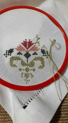 This Pin was discovered by müf Cross Stitch Borders, Cross Stitch Flowers, Cross Stitch Designs, Cross Stitch Patterns, Ribbon Embroidery, Cross Stitch Embroidery, Embroidery Designs, Bargello, Crochet Home